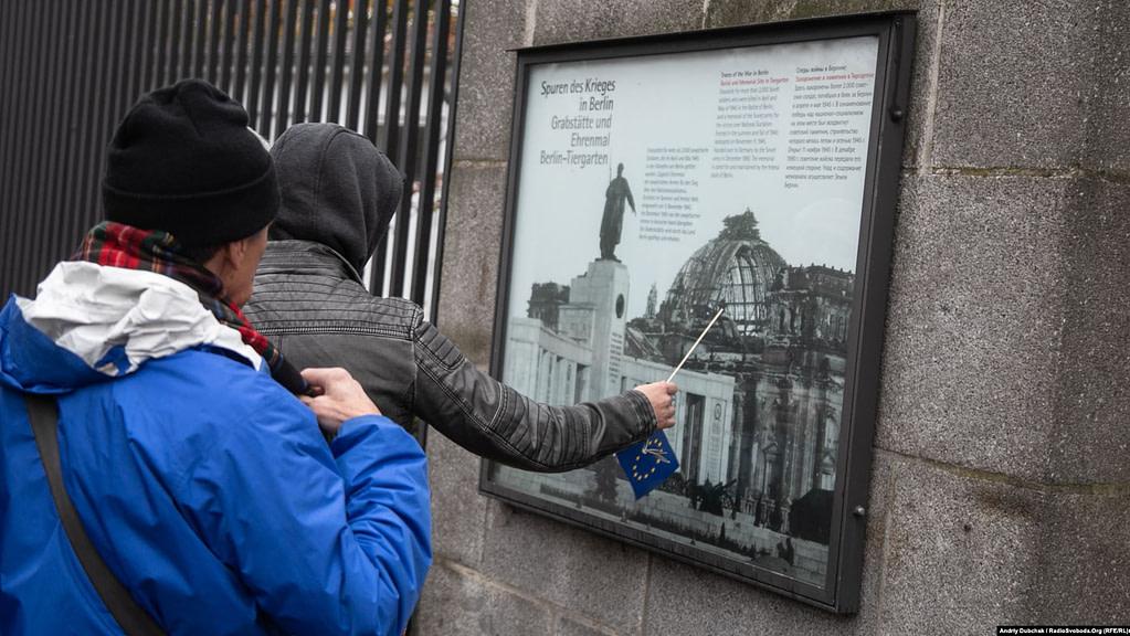 Три чверті центрального Берліну під час Другої світової війни було зруйновано. Наразі це видно лише в історичних місцях, де ці «шрами» лишили навмисне