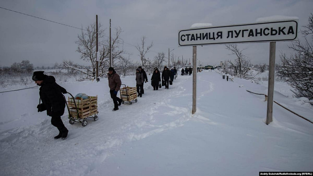 КПВВ Станиця Луганська, перетин лінії конфлікту