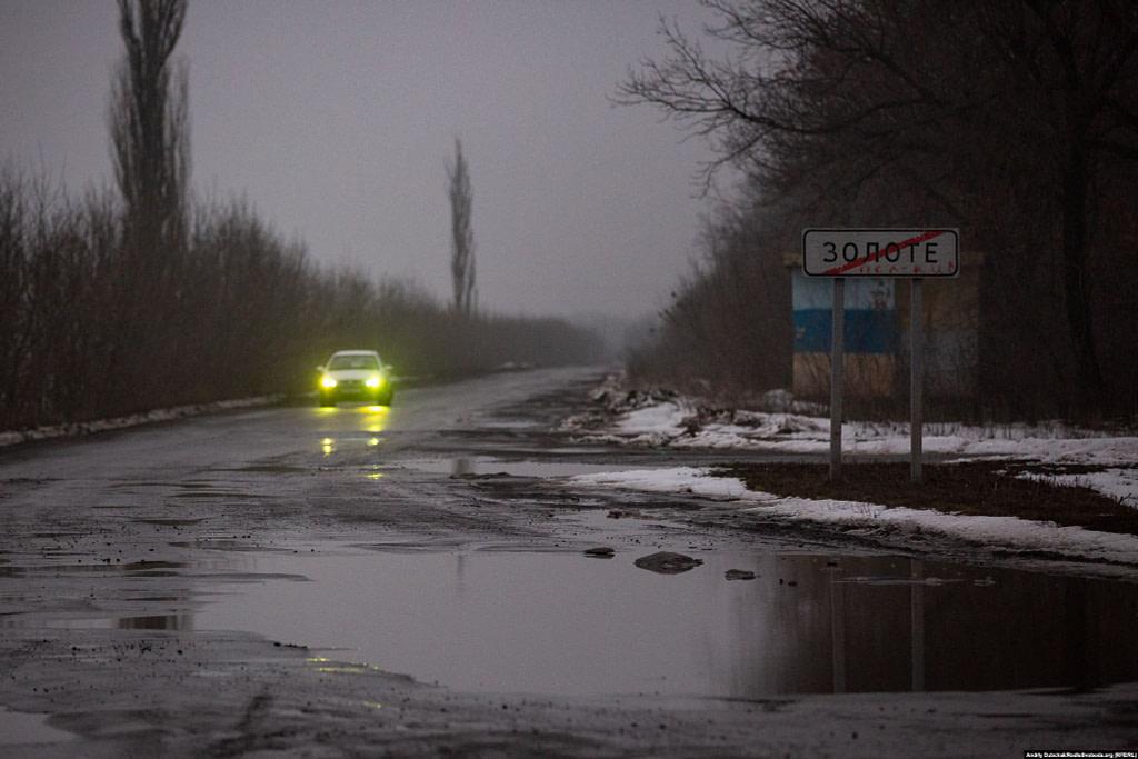 Виїзд з селища Золоте (photo: Andriy Dubchak)