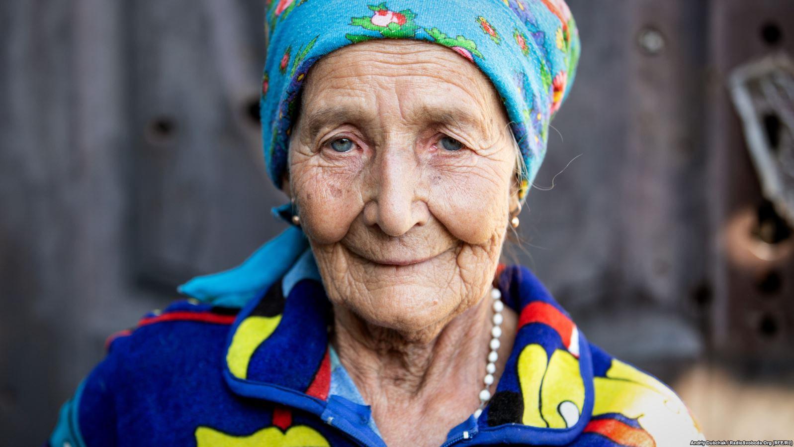 Баба Марія. Сама родом із Закарпаття. 1940 року народження. Живе у селищі сама