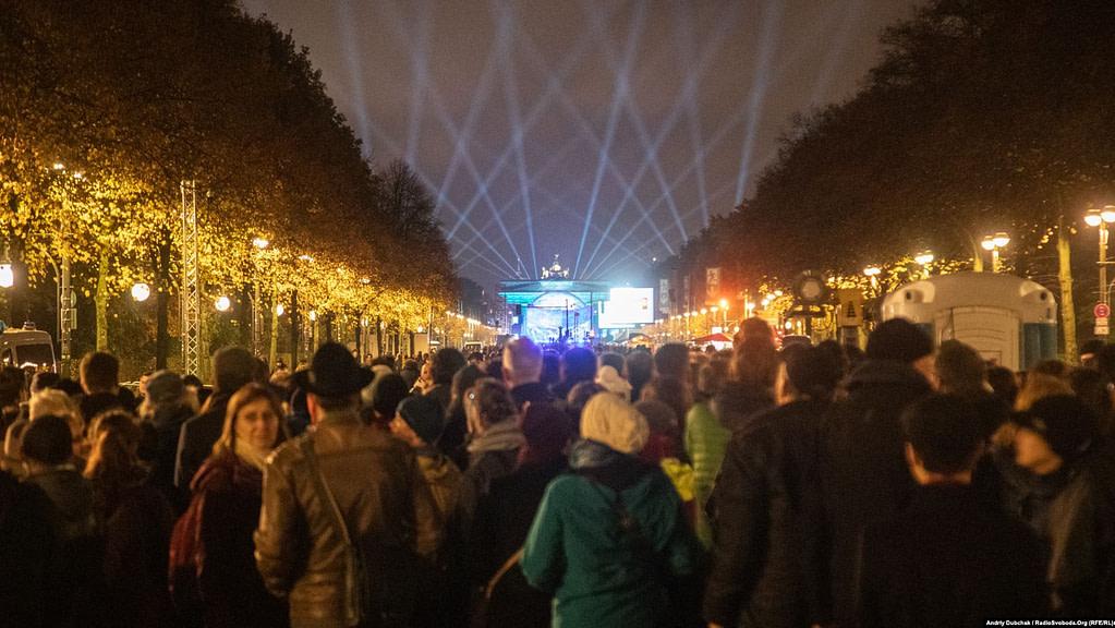 Завершилося святкування величезним концертом перед Бранденбурзькими воротами