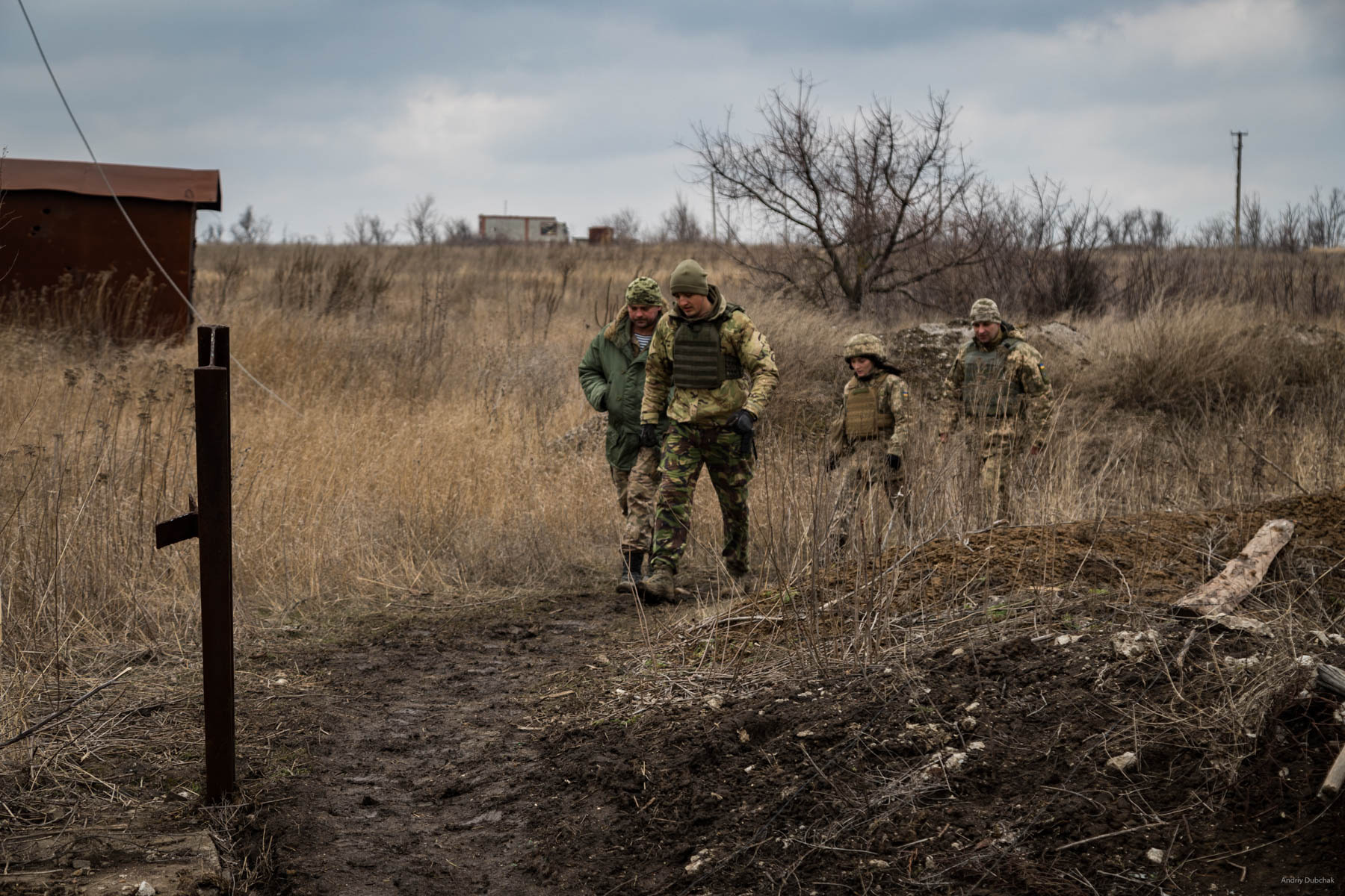 """The brass has arrived"". Squadron commander, Victor Sikoza, company commander, Alexander, press officer ,Alexander Bessmertnya, and brigade commander, Dmitry Deliatitsky, are going to examine how they strengthened the recently occupied ""nuli"" position on the forefront in Shirokine. Read: Brigade commander of Marines, Dmytro Deliatiatsky: ""We will definitely return to our home, Crimea"" - https://goo.gl/TsSs4j Shirokine, March 2018"