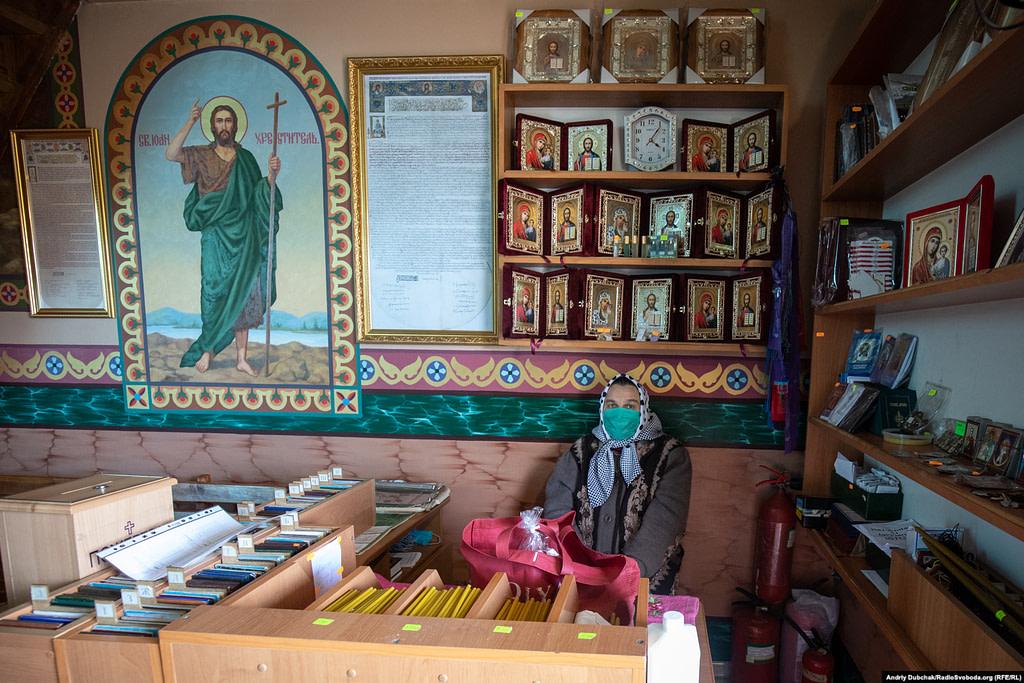 У церкві Святого Миколая Чудотворця засоби дезинфекції на першому місці
