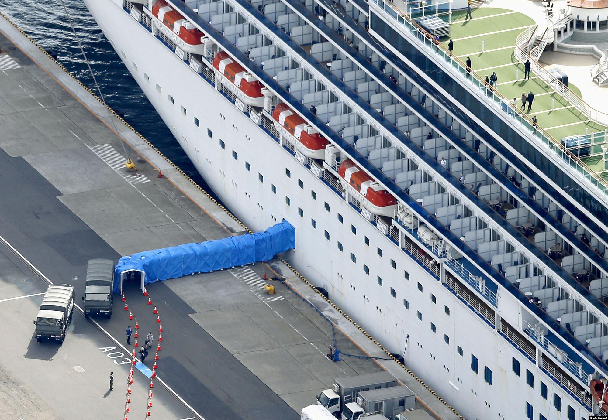 Лайнер Diamond Princess на карантині у японському порту Йокогама, 19 лютого 2020 року