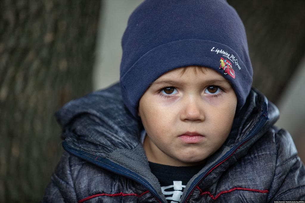 Хлопчик Жора. Війна в Україні. Діти на лінії фронту. Фото: Andriy Dubchak