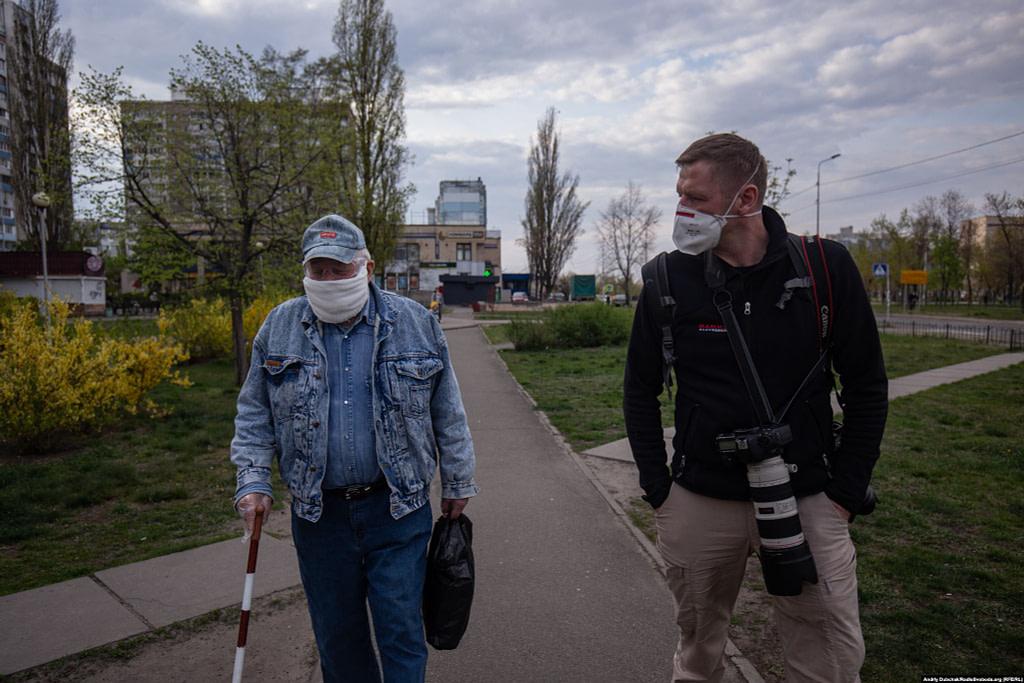 Під час розмови з Василем. Фото - Данило Дубчак