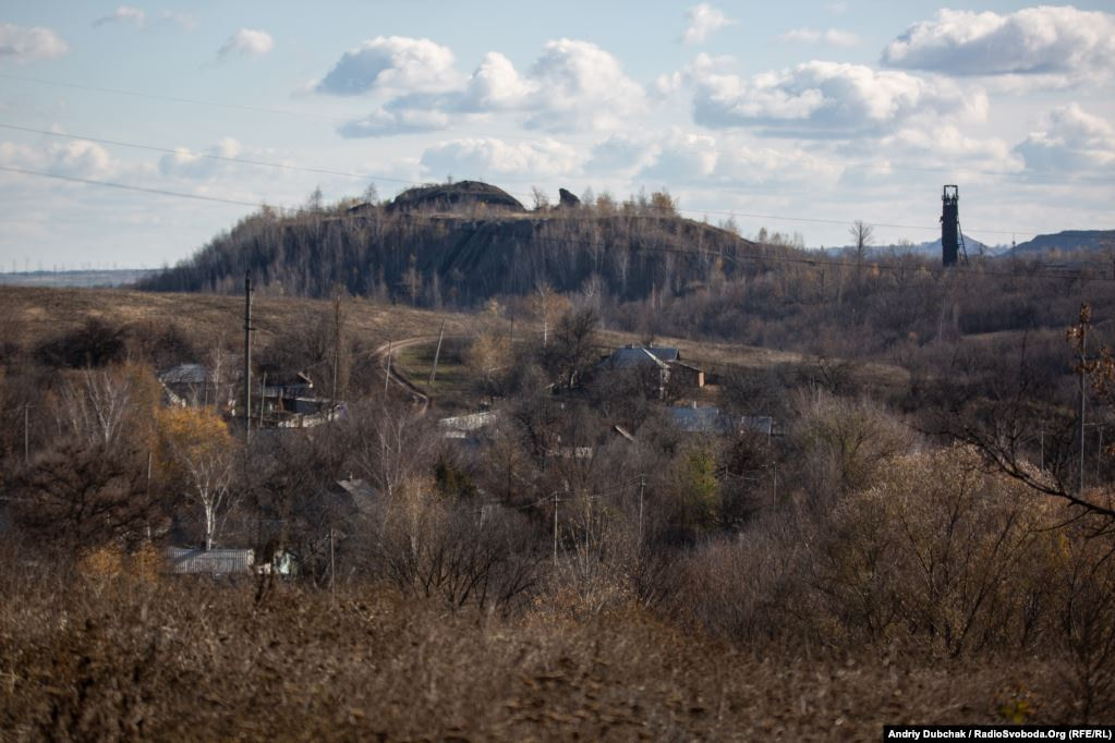 The Rodina mine is situated in the village of Zolote, but it is not operating. Nearby are the Zolote and Karbonid mines, the only place of employment for locals (Ukraine reporter Andriy Dubchak)